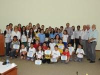 """""""Saudação à Bandeira""""- Escolas e alunos recebem certificados"""