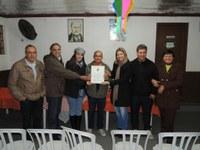 Cascata de Luz- Vereadores entregam Lei de utilidade pública