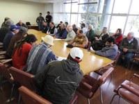 Vereadores acompanham reunião acerca de ocupação de terras