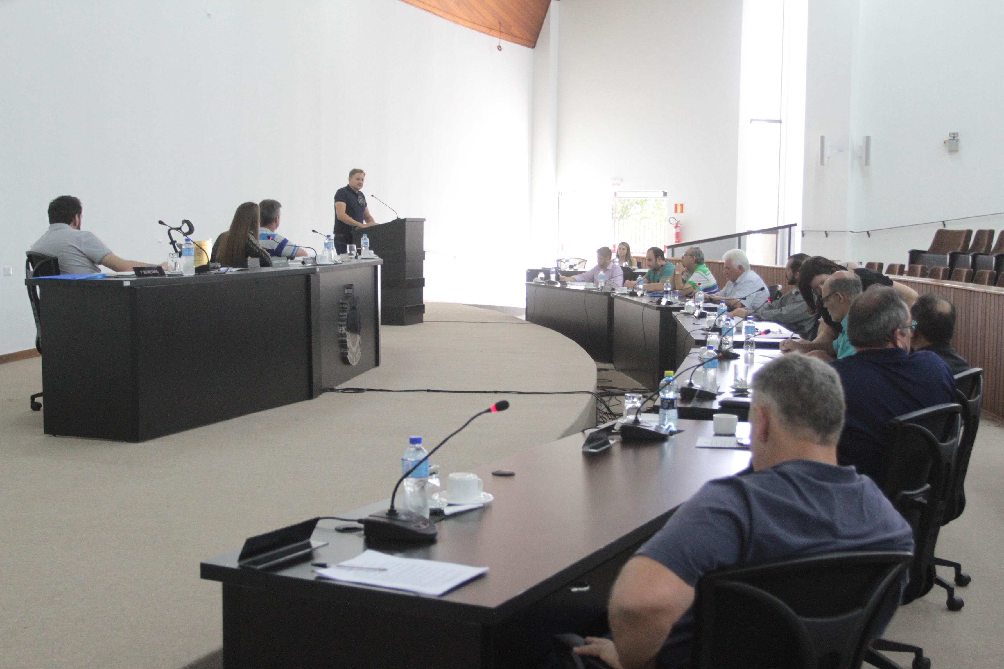 Câmara aprova regulamentação dos cemitérios municipais
