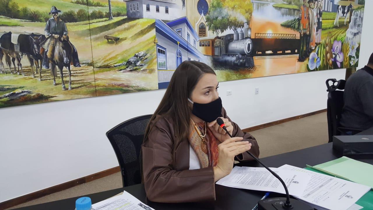 Vereadora Fatima questiona atividades da pasta da Família