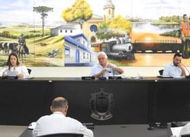 Mesa Diretora - Presidente vereador José Otávio Nocera - 1ª Secretária vereadora Maria de Fátima Antão Castro  - 2º Secretário vereador Maurício Kusdra